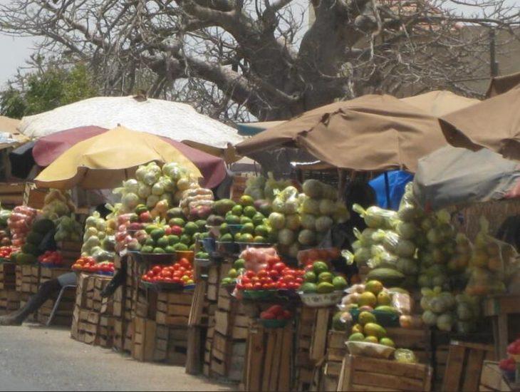 Fruit sales on the roadside
