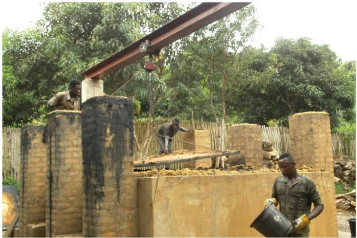 Furnace for the extraction of charcoal and vinegar from bamboo